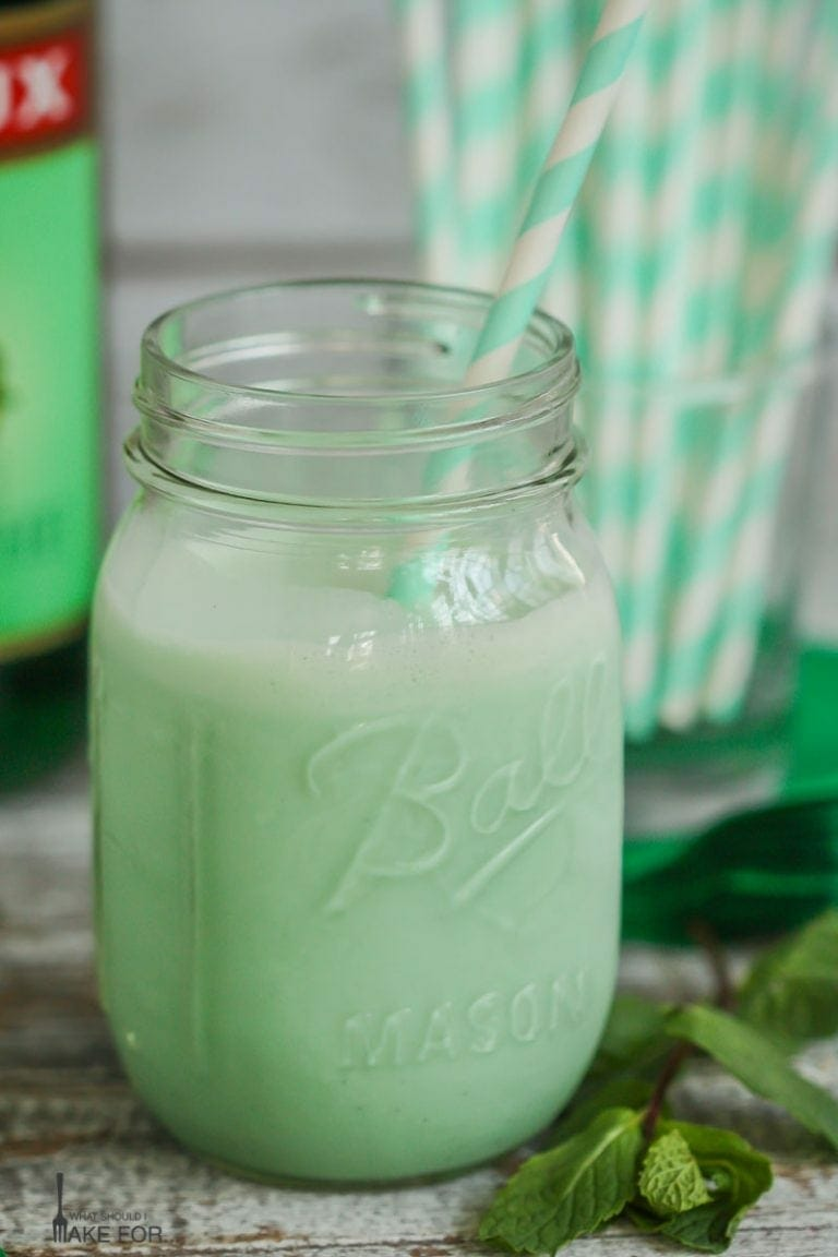 Boozy McDonald's Shamrock Shake | Green St Patrick's Day Drink Recipes You Must Try