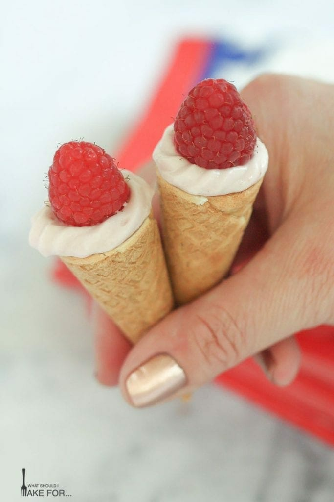 Simple Mini Cheesecake Cones